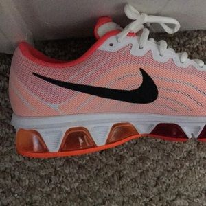 Nike Other - Gently used Nike Air Max